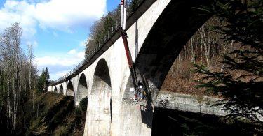 Arbeitsbühne unterhalb des Laufenmühle-Viadukts