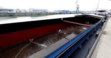 Frachtschiff reinigen