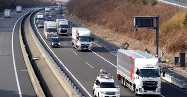Daimler Trucks testet Platooning-Technologie in Japan
