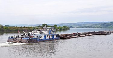 Schubverband auf der unteren Donau