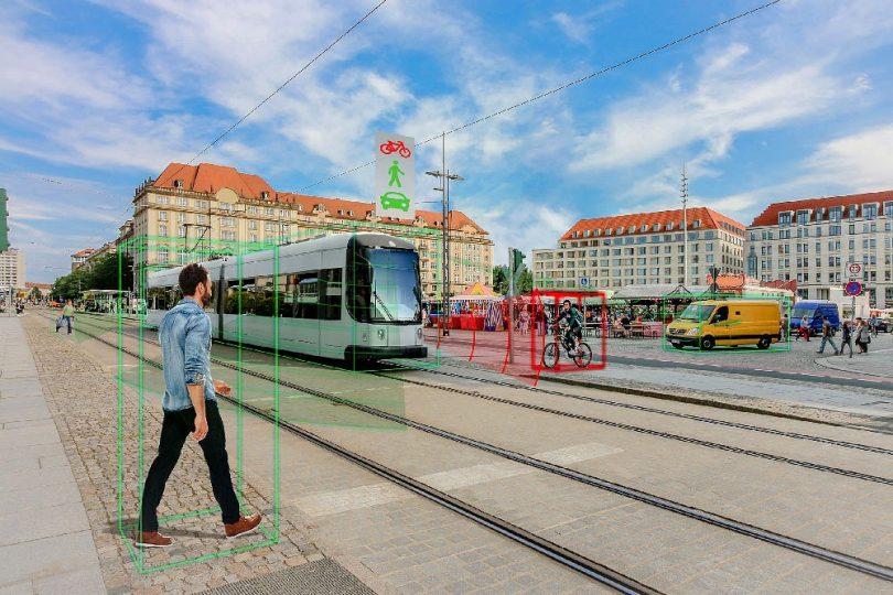 Umfeldsensoren und Kameras erkennen Hindernisse im Stadtbahn-Verkehr