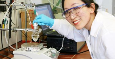 Katalysator aus edelmetallfreiem Metalloxid-Gemisch.