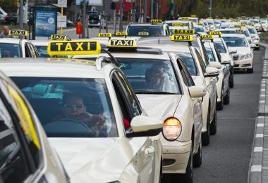 2035: Premiumtaxi oder Minibus