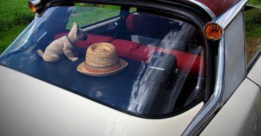 Ablagefläche im Auto per Fingerzeig formen