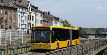 Der neue Spurbus während einer Testfahrt in Essen-Kray.