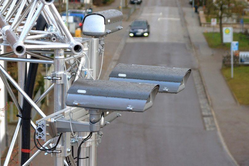 MEC-View: Autos und Infrastruktur beim automatisierten Fahren