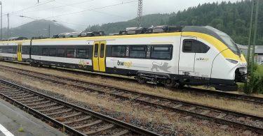 Mireo Plus H: Regionalzug und spezielle Tankstelle
