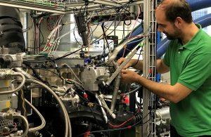 Der Dieselmotor am Empa-Prüfstand wurde auf DME angepasst. Bild: Empa