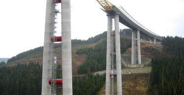 Brücken bauen mit Spoiler gegen Wind